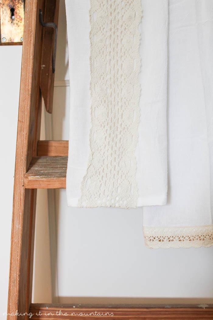 10 Minute Decorating: DIY Farmhouse Tea Towels - making it