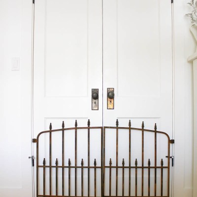 Monthly DIY Challenge: Make your own Farmhouse Style Wall Decor with this DIY Rusted Antique Gate