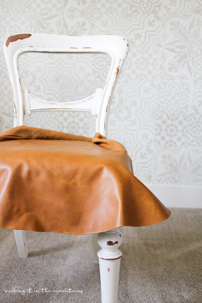 Farmhouse Style Leather Chair | www.makingitinthemountains.com