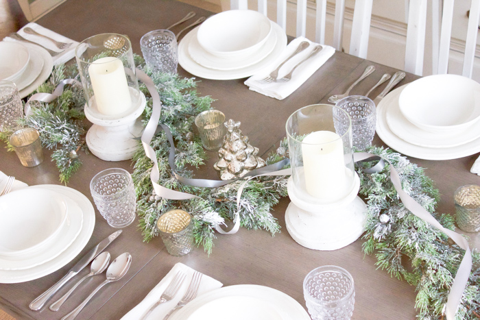 Farmhouse Christmas Tablescape | www.makingitinthemountains.com