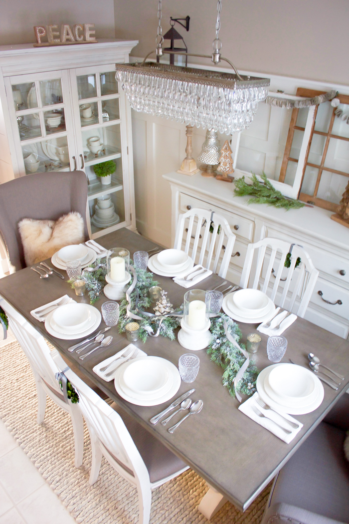 This simple farmhouse Christmas tablescape is the perfect backdrop for a lovely holiday dinner!   www.makingitinthemountains.com