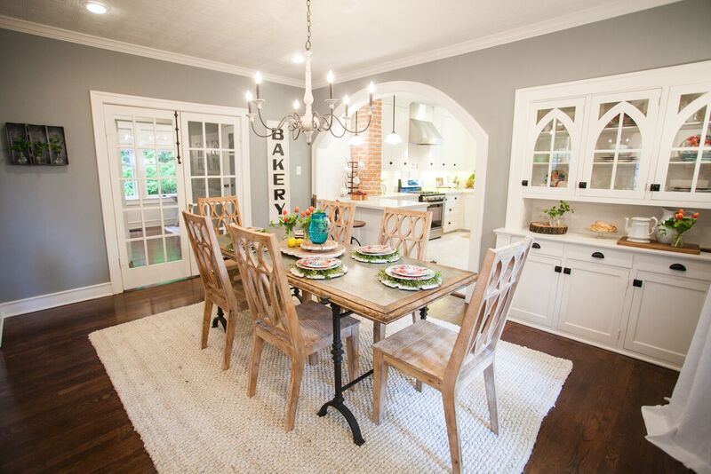Outstanding How To Choose The Perfect Farmhouse Paint Colors Theyellowbook Wood Chair Design Ideas Theyellowbookinfo