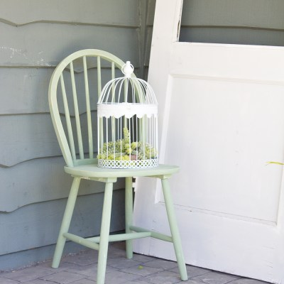 How to Transform an Old Chair in 15 Minutes