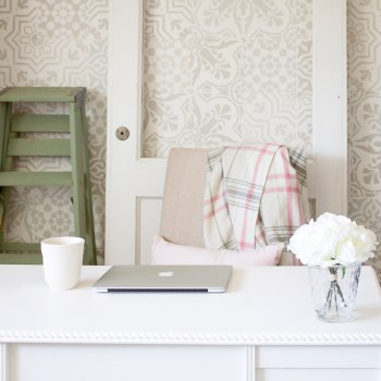 This farmhouse style office is filled to the brim with charm & character... | www.makingitinthemountains.com