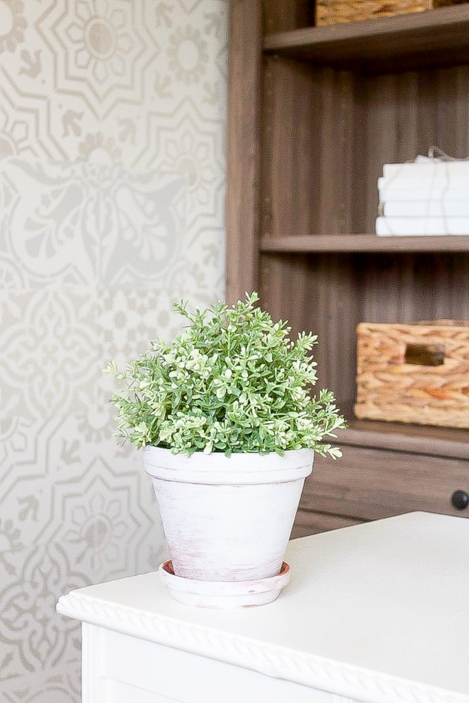 These DIY whitewash flower pots are the perfect way to bring a bit of vintage charm to a plain old, inexpensive terra-cotta pot. | www.makingitinthemountains.com