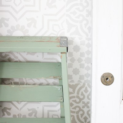 Rustic Painted Vintage Ladder + a GIVEAWAY