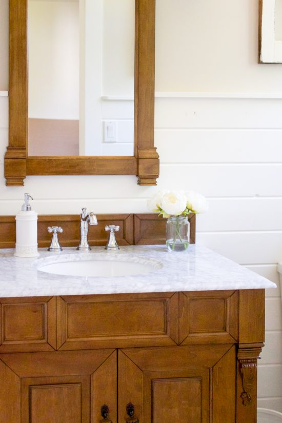Farmhouse Style Powder Room | www.makingitinthemountains.com