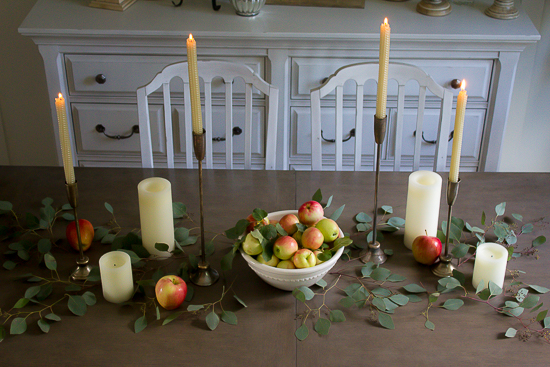 Welcome a bit of Fall to your home with this simple farmhouse Fall tablescape... www.makingitinthemountains.com