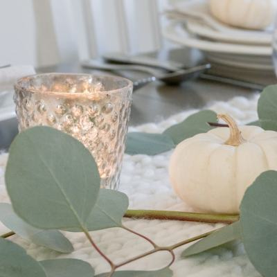 Farmhouse Fall Decorating Ideas | Simple + Cozy Thanksgiving Tablescape