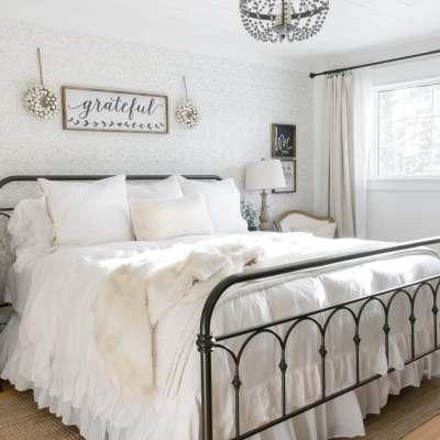 Simple Farmhouse Christmas Bedroom Decor