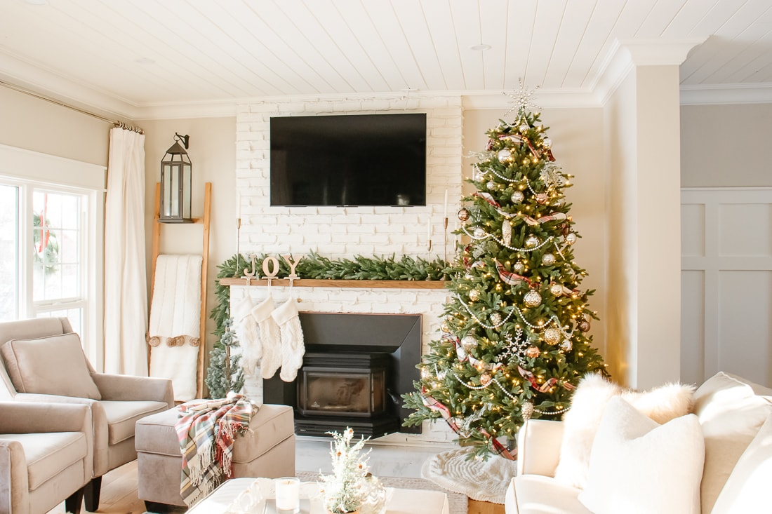 The Best Faux Christmas Garlands Wreaths For The Holidays Making It In The Mountains