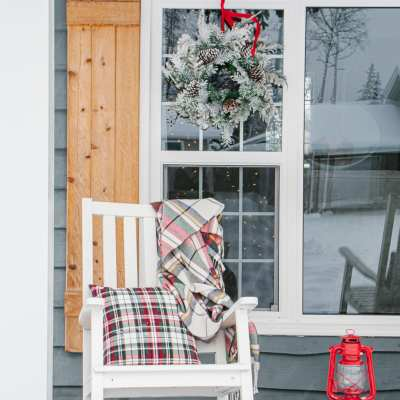 The Best Christmas Pillows & Throw Blankets to Cozy up with this Holiday Season