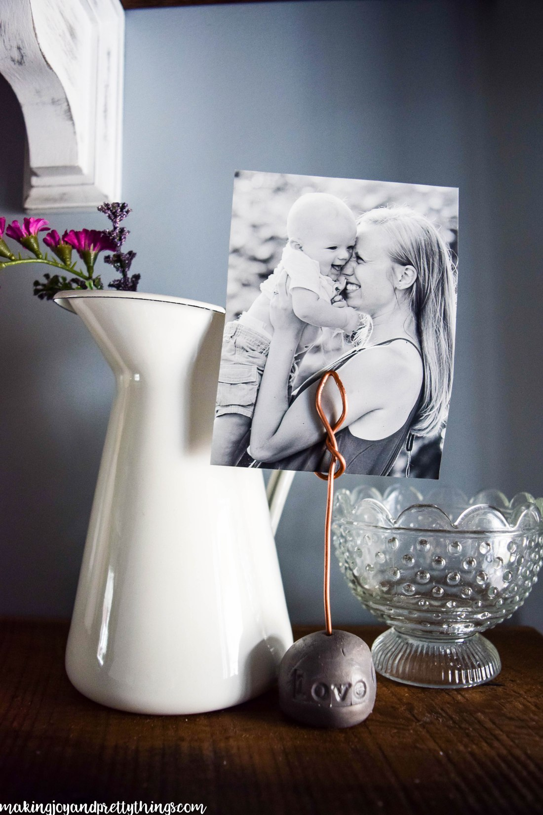 DIY Farmhouse Photo Display using Copper Wire and Clay!!