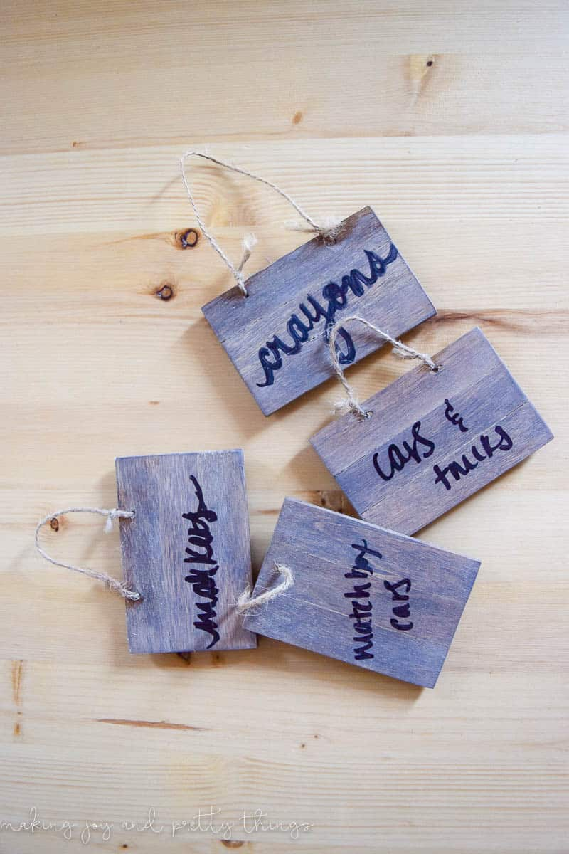 diy | farmhouse decor | simple diy | simple farmhouse decor | mini pallet signs | diy ideas | diy farmhouse | farmhouse signs