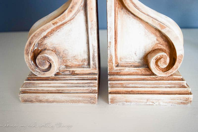 Rustic Corbel Bookends   Farmhouse Style   DIY Ideas   12 Days of Craftmas   DIY Gifts   Crafty Gifts   Christmas Gifts DIY   Gift Ideas   DIY Christmas Gifts