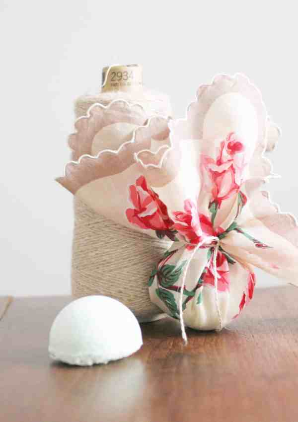 5th Day of Craftmas – Vintage Linen Wrapped Bath Bombs