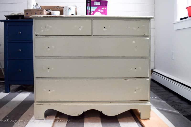 dresser makeover DIY | farmhouse furniture | furniture makeover DIY | painted dresser | farmhouse nursery