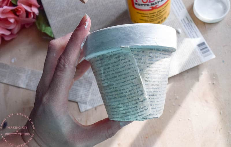 book page crafts | book pages | book page ideas | diy planters | diy planter ideas | rustic planters | diy crafts | diy home decor