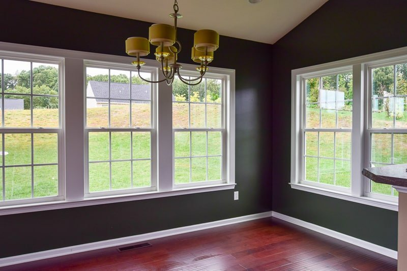dark green paint | best green paint colors | dark painted walls | dark paint colors | dark paint dining room | green dining room | dark paint color | green paint #darkpaint #paintcolors #diningroom #diningroompaint #darkgreenpaint