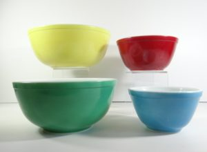 Pyrex primary color mixing bowls