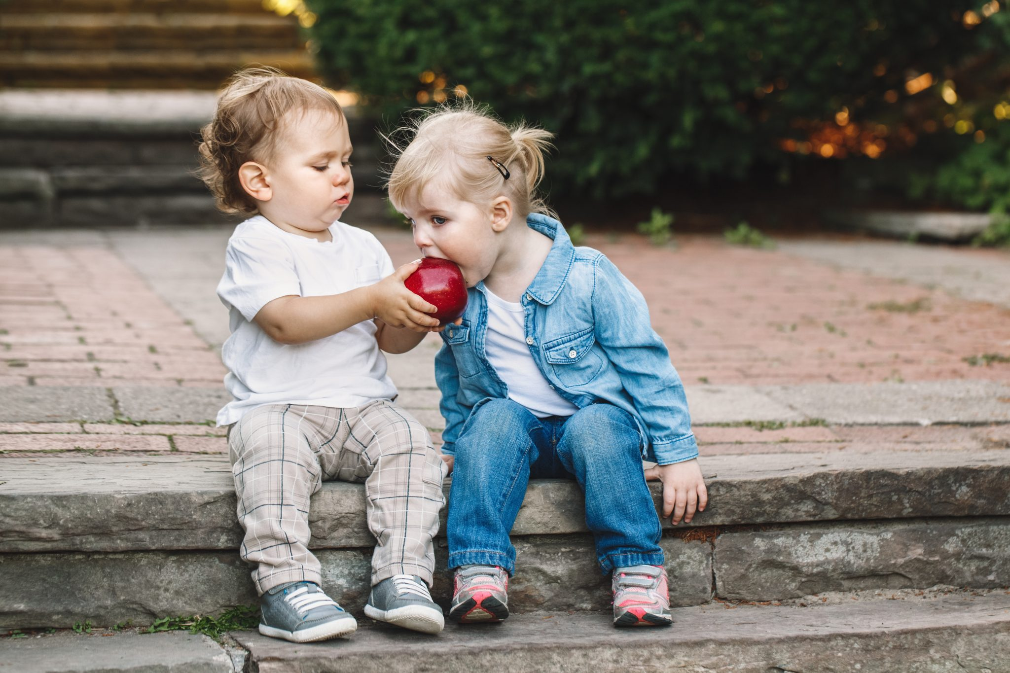 teach toddler to be kind