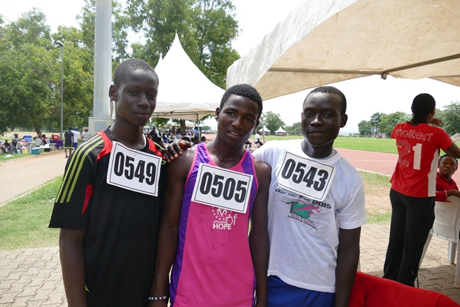 14-year old Naziru Awal (Centre) clocked 11.66s in the 100m.
