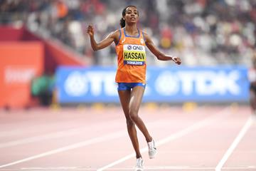 Hassan breaks women's one-hour record by 413m
