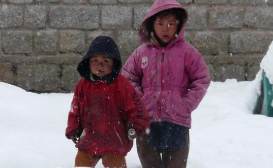 faire du snowboard dans l'himalaya en inde solang nullah