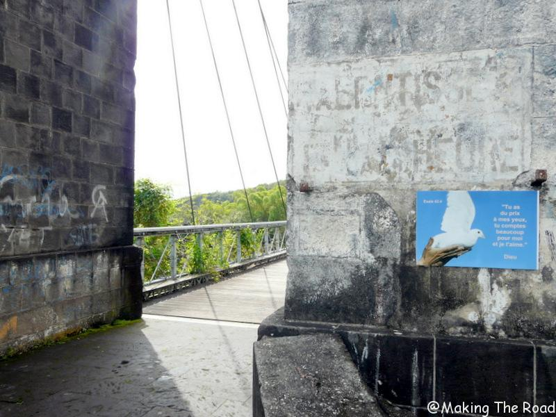 pont suspendu rivière est