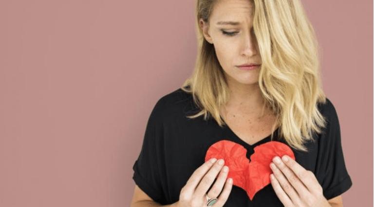 Sikap Wanita Saat Sedang Patah Hati