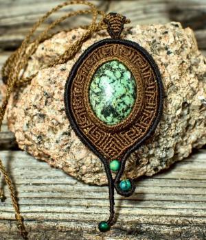 Colgante para mujer con piedra Dioptasa