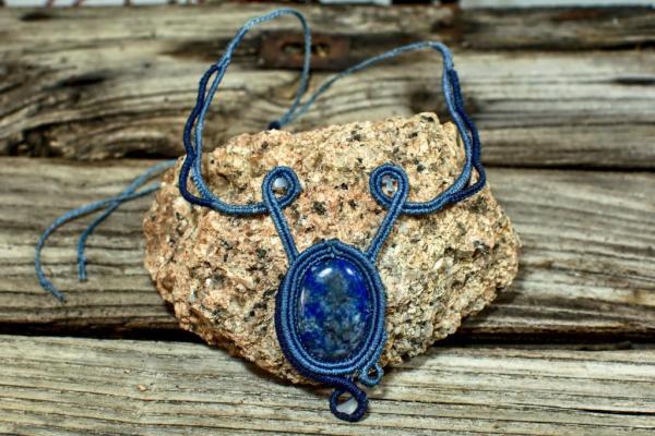Gargantilla de macrame y piedra natural Lapislazuli