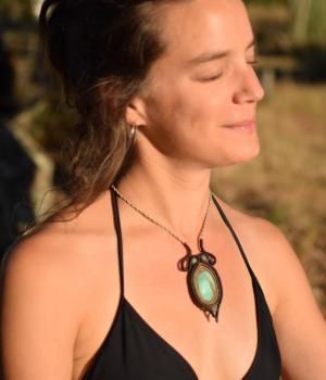Collar boho de macrame con piedra natural Crisoprasa