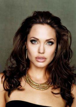 Angelina-Jolie-23