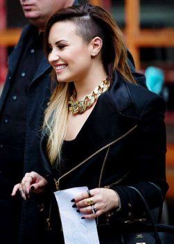 Demi-Lovato-28