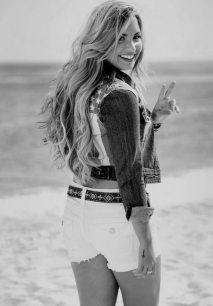 Demi-Lovato-8