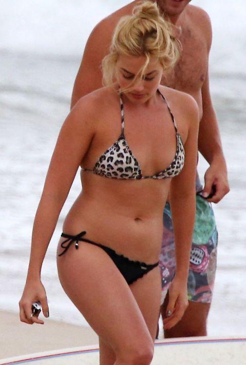 Margot-Robbie-Bikini-2015-4