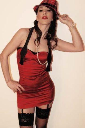 Hande-Yener-2014-10