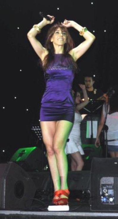 Hande-Yener-2014-41