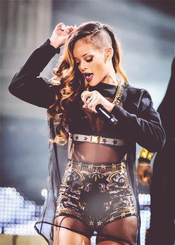 Rihanna-26