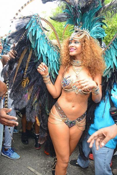 rihanna-barbados-carnival-2015-6