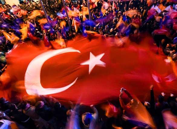 1-Kasım---AKP-Seçimden-Zaferle-Çıktı 2015'te Türkiye'de Yaşanan Olaylar