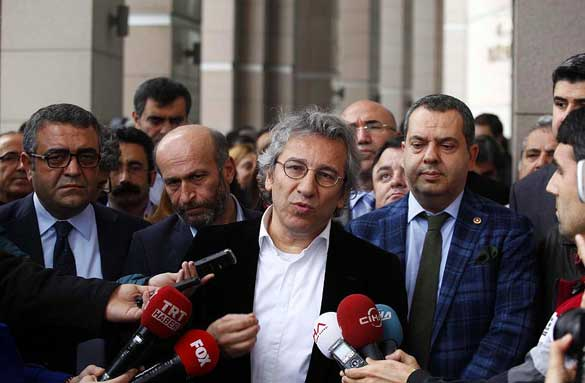 26-Kasım---Can-Dündar-ve-Erdem-Gül-Tutuklandı 2015'te Türkiye'de Yaşanan Olaylar