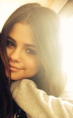 Selena-Gomez-25