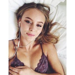 Zara-Larsson-18