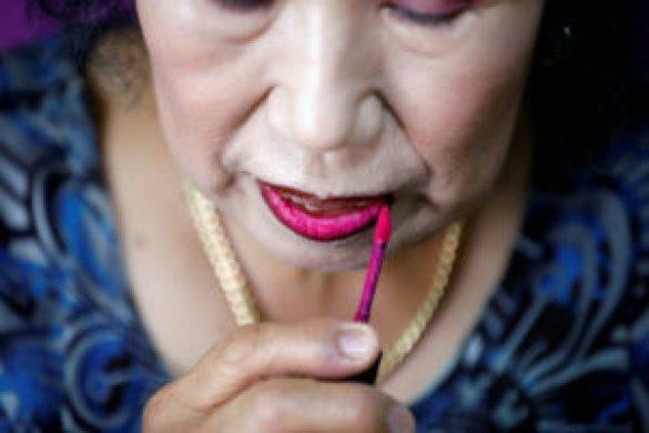 Makyaj Videolarıyla Fenomen Olan 70 Yaşındaki Youtuber Büyükanne