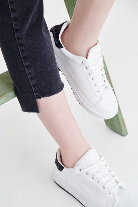 Beyaz Ayakkabıları Temiz Tutma Yolları