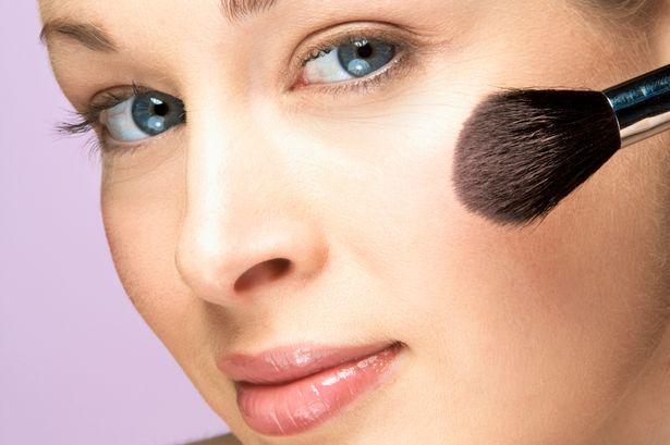 Yüzümüzü Daha İnce Gösterecek Makyaj Hileleri