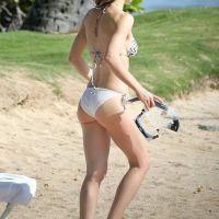 Jessica-Biel-Bikini-at-the-Beach-in-Hawaii