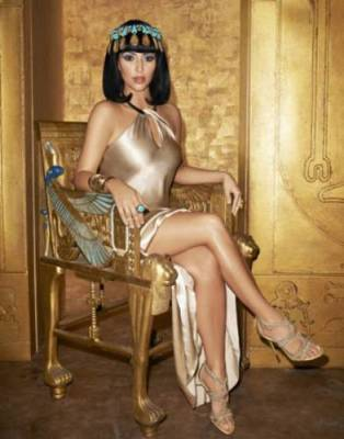 Kim_Kardashian_27_nisan_(8)